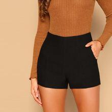 Shorts solidos con bolsillo oblicuo