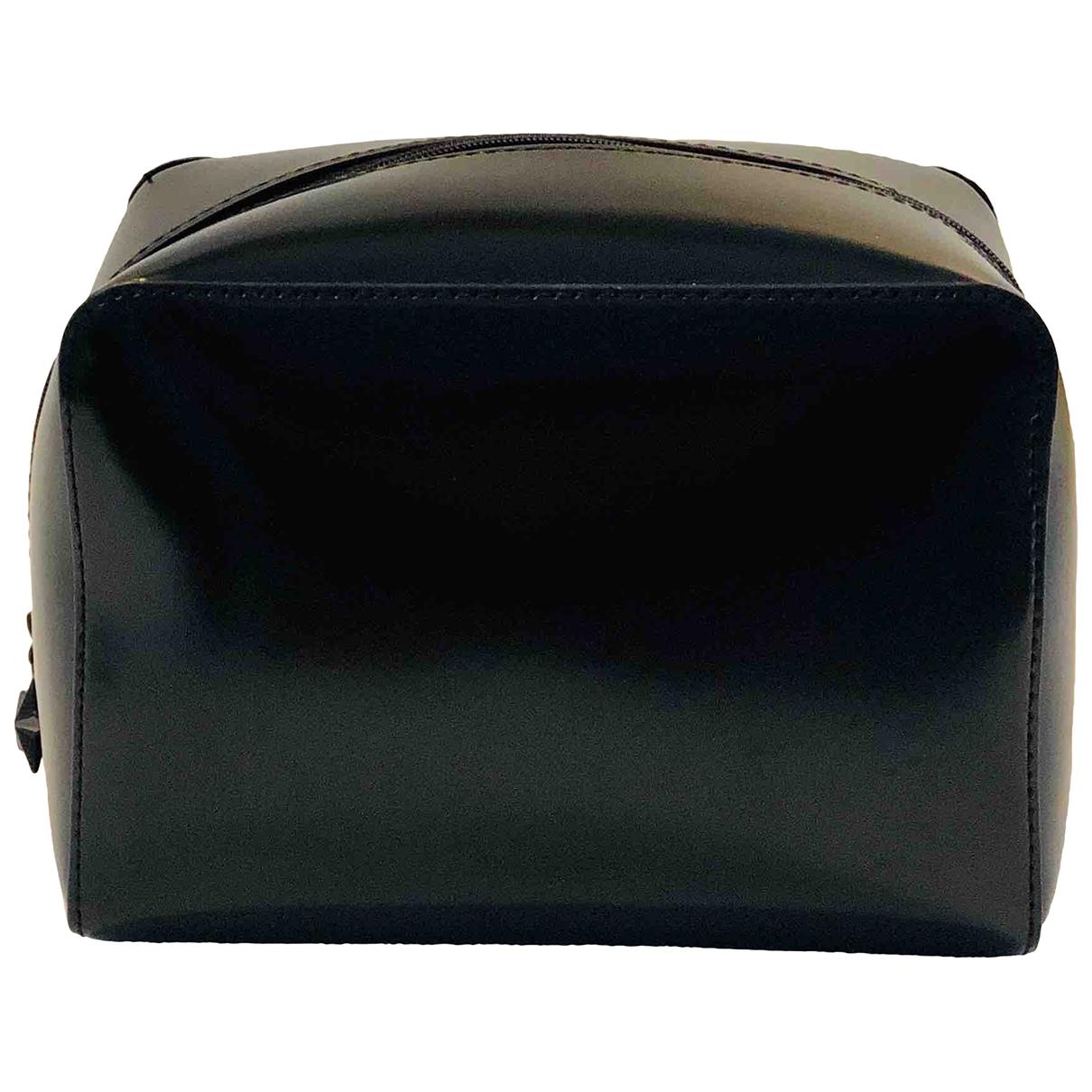 Givenchy \N Reisetasche in  Schwarz Kunststoff