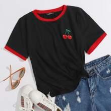 Camiseta ringer con cereza con bordado