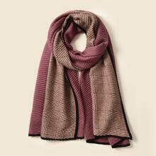 Schal mit Falten und Plaid Muster
