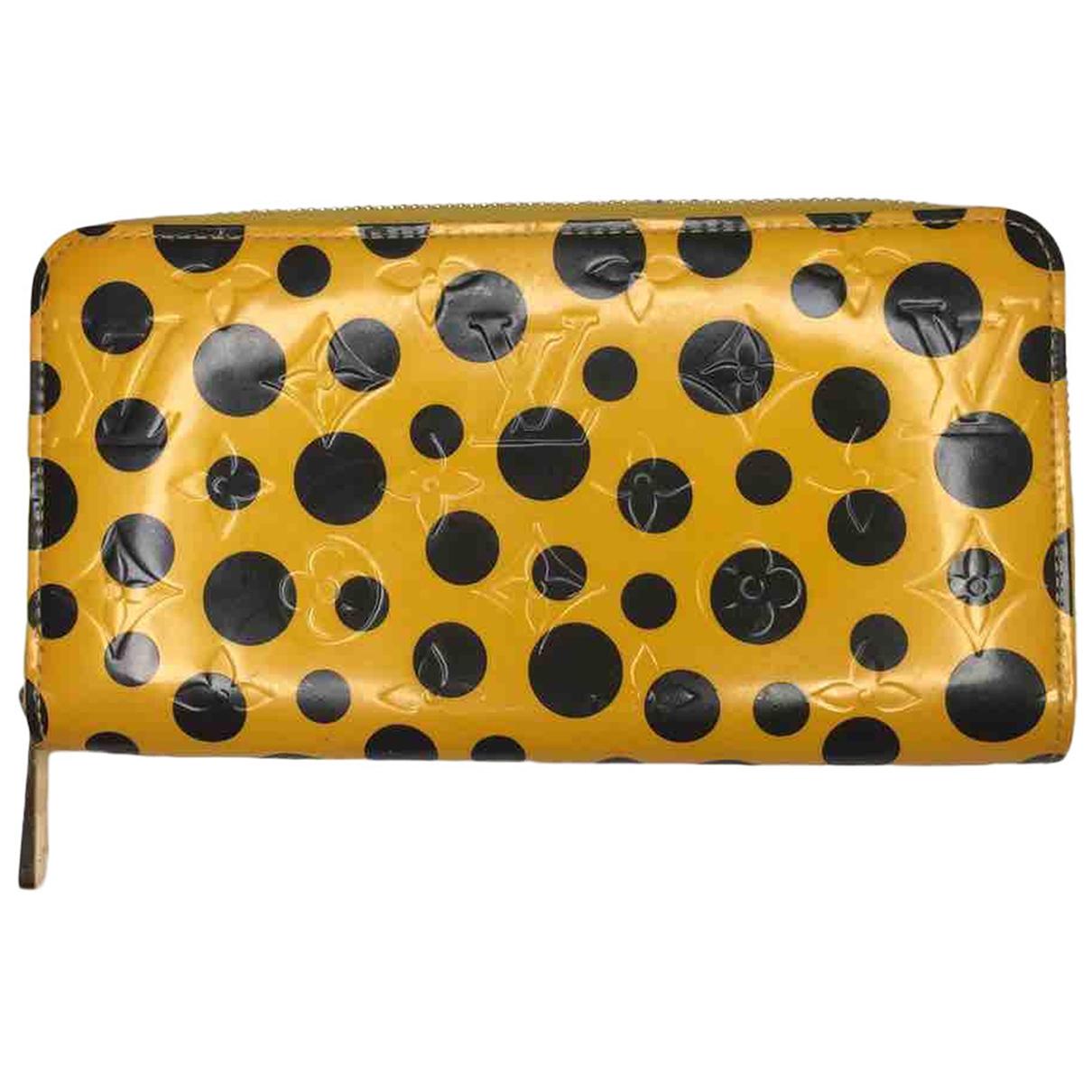 Louis Vuitton Zippy Portemonnaie in  Gelb Lackleder