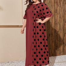 Langes Kleid mit Punkten Muster und gerolltem Manschetten