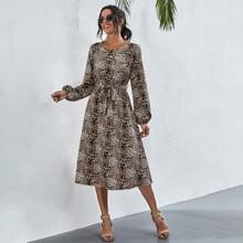 Kleid mit Gepard Muster und Guertel
