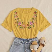 T-Shirt mit Blumen Stickereien und sehr tief angesetzter Schulterpartie