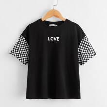 Maedchen T-Shirt mit sehr tief angesetzter Schulterpartie und Karo Muster an Ärmeln