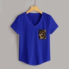 T-Shirt mit V Ausschnitt und Leopard Muster