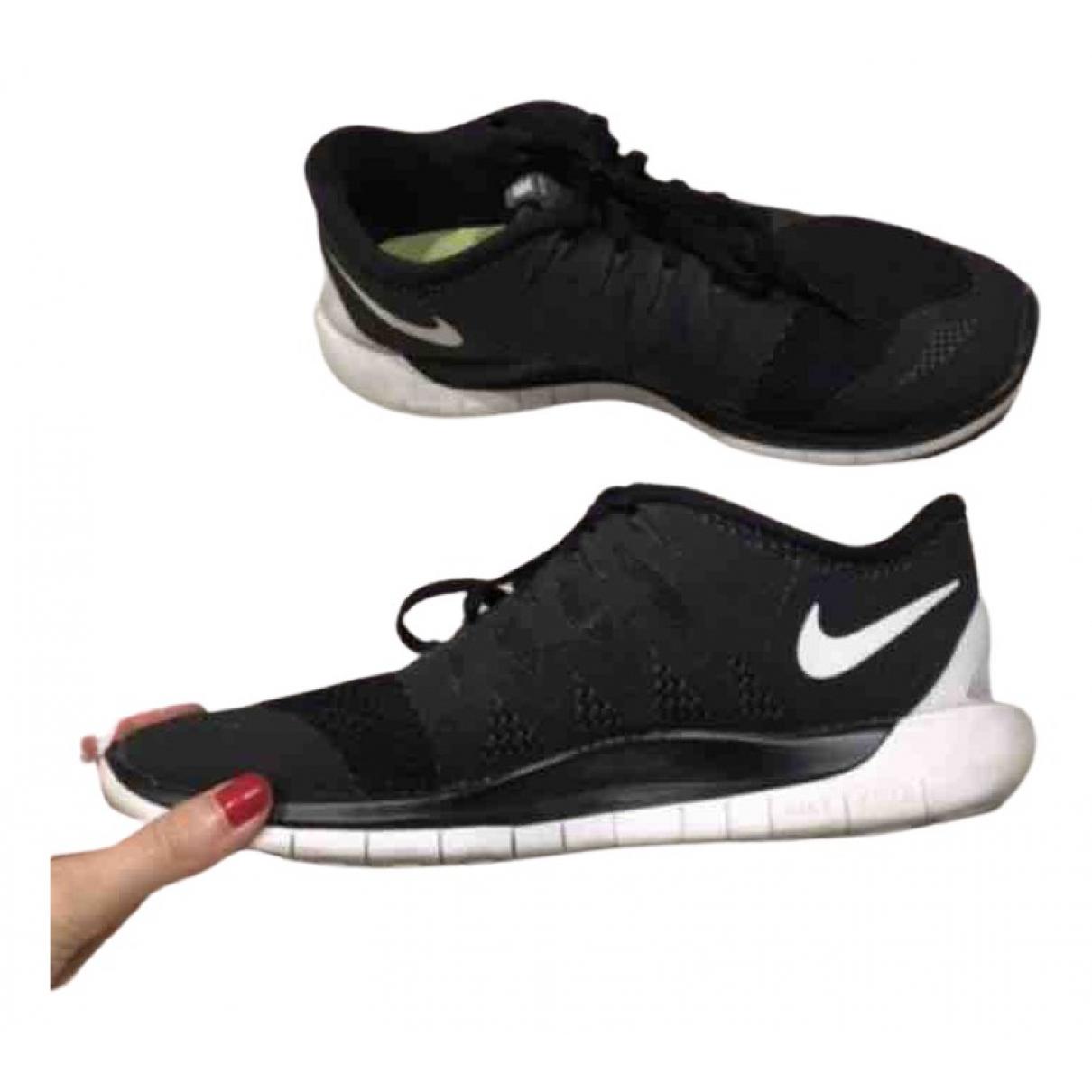 Nike Free Run Sneakers in  Schwarz Leinen