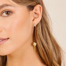 1pair Single Pearl And Floral Detail Earrings