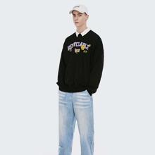 Pullover mit sehr tief angesetzter Schulterpartie und Buchstaben Grafik