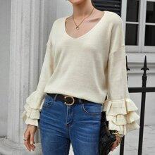 Pullover mit sehr tief angesetzter Schulterpartie und mehrschichtigen Rueschen auf Ärmeln