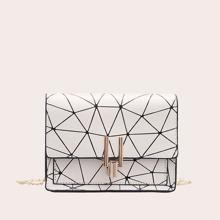 Bolsa cruzada con cadena con estampado geometrico
