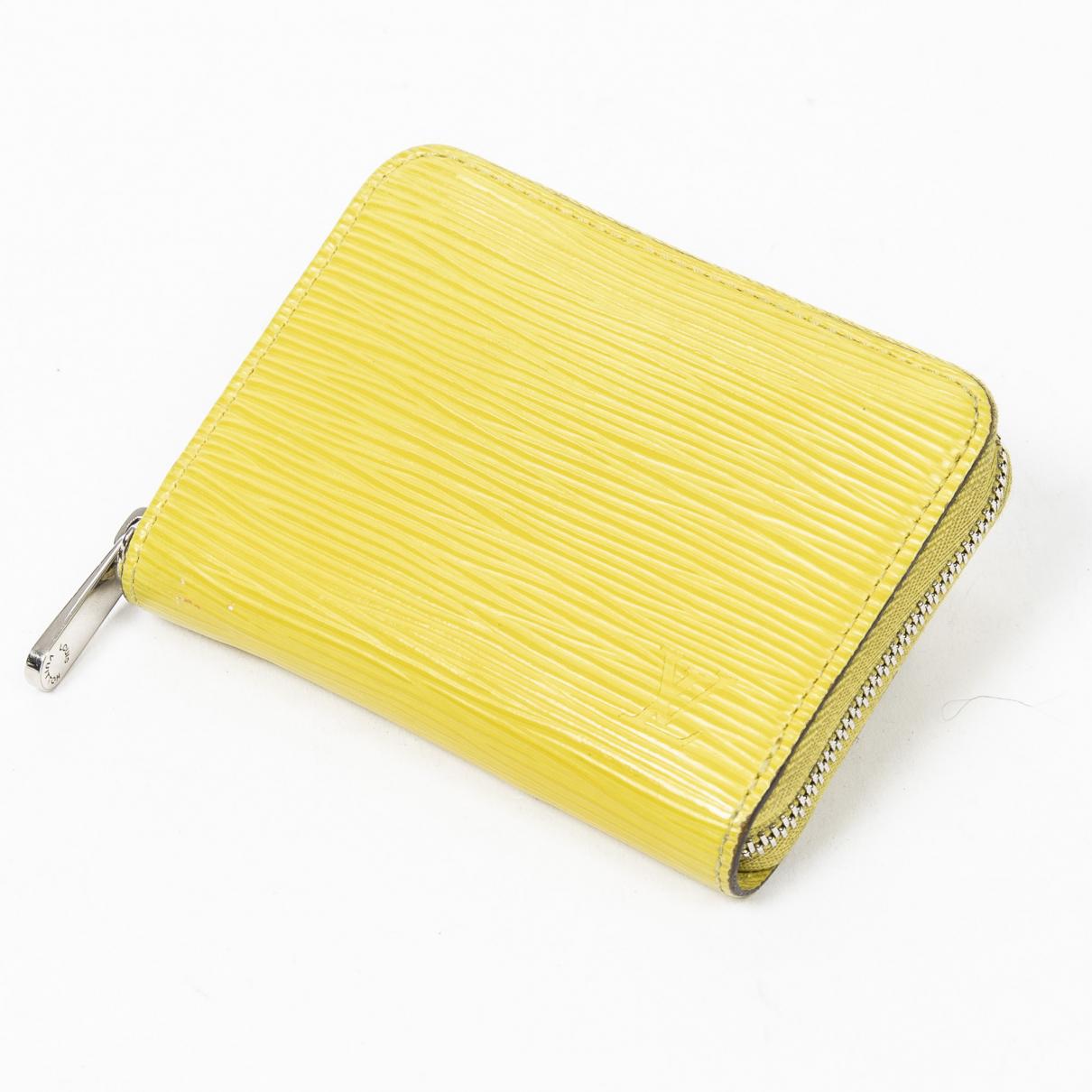 Louis Vuitton Zippy Portemonnaie in  Gruen Leder