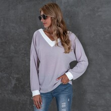 T-Shirt mit sehr tief angesetzter Schulterpartie und Kontrast Bindung