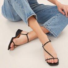 Schnalled Ankle Quadratische Zehe Sandalen mit niedrigem Blockabsatz