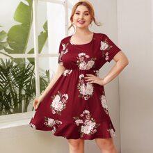 Kleid mit Blumen Muster und Raffungsaum