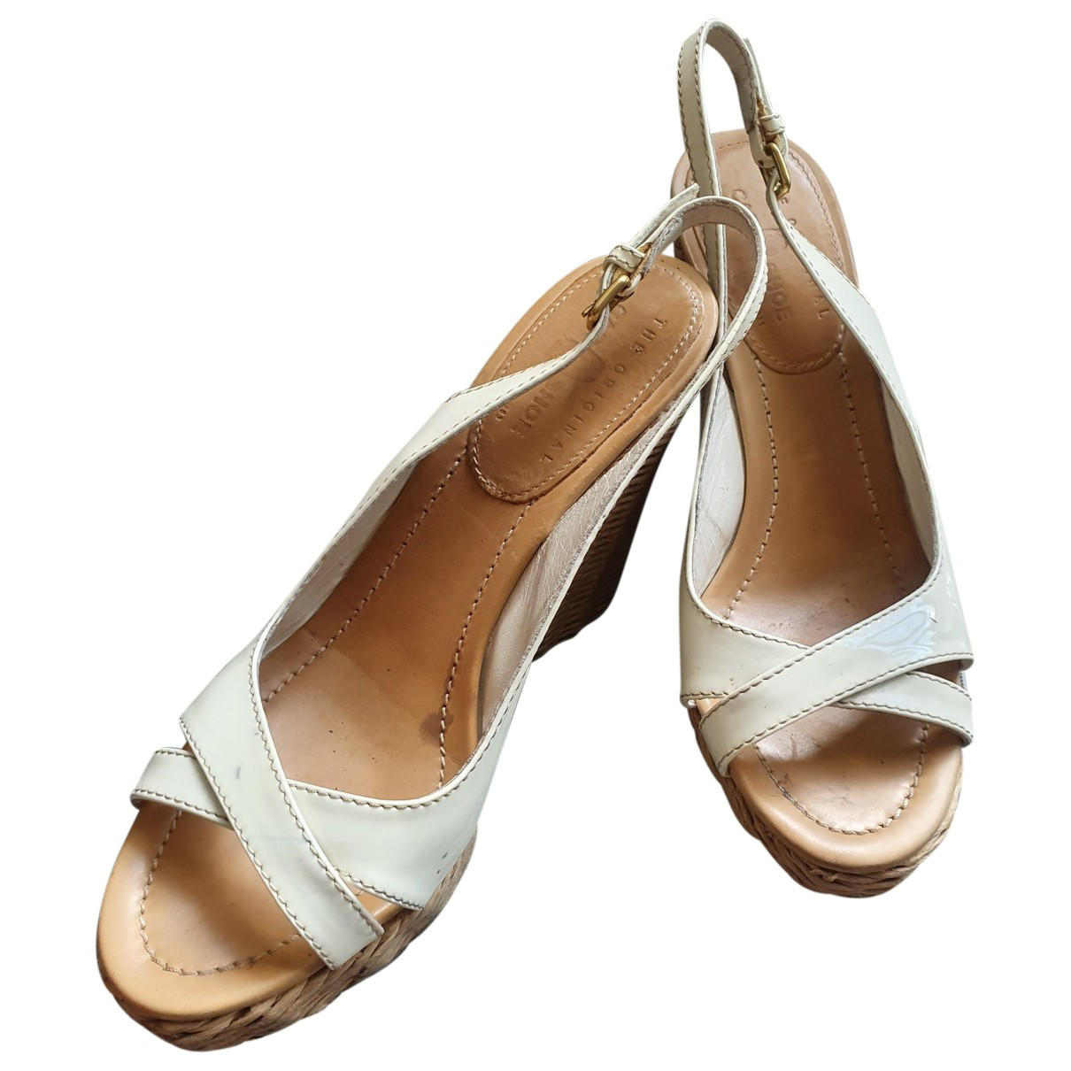 Carshoe \N Sandalen in  Beige Lackleder