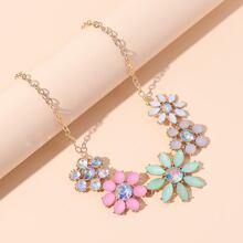 Halskette mit Edelstein und Blumen Dekor