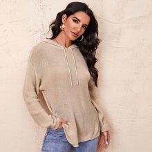Pullover mit sehr tief angesetzter Schulterpartie, seitlichem Schlitz, Kordelzug und Kapuze