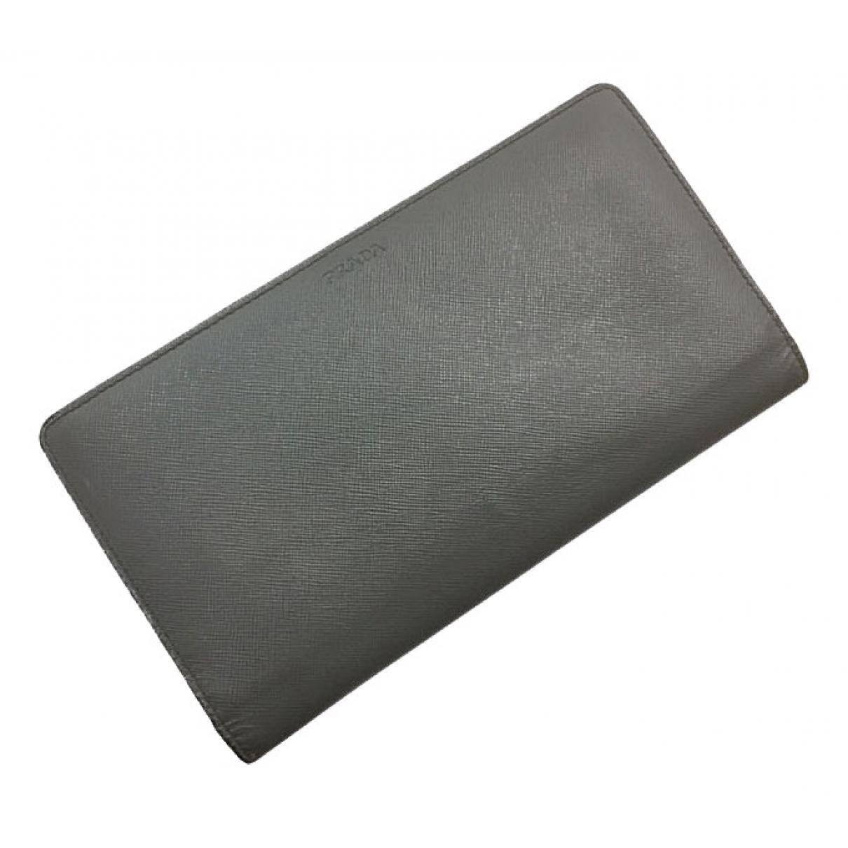 Prada \N Portemonnaie in  Grau Leder