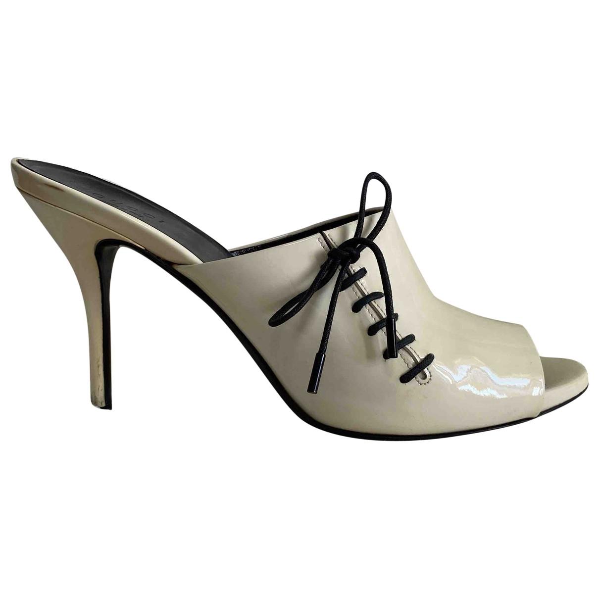 Gucci \N Sandalen in  Weiss Lackleder