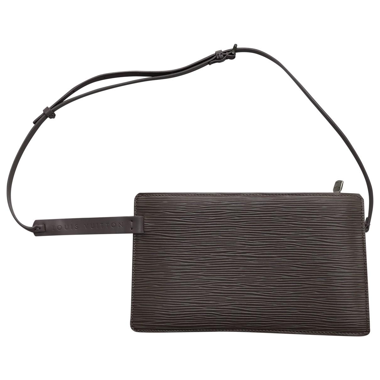 Louis Vuitton Pochette Accessoire Clutch in Leder