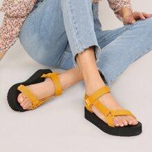 Sandalias con plataforma con tira velcro gemela de punta abierta