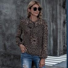 Top mit Halsband, Leopard Muster und Laternenaermeln