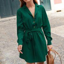 Kleid mit Reverskragen, Knopfen vorn und Guertel