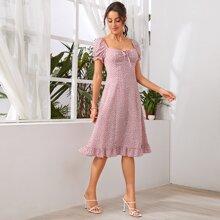 Kleid mit Band vorn, Rueschenbesatz und Bluemchen Muster