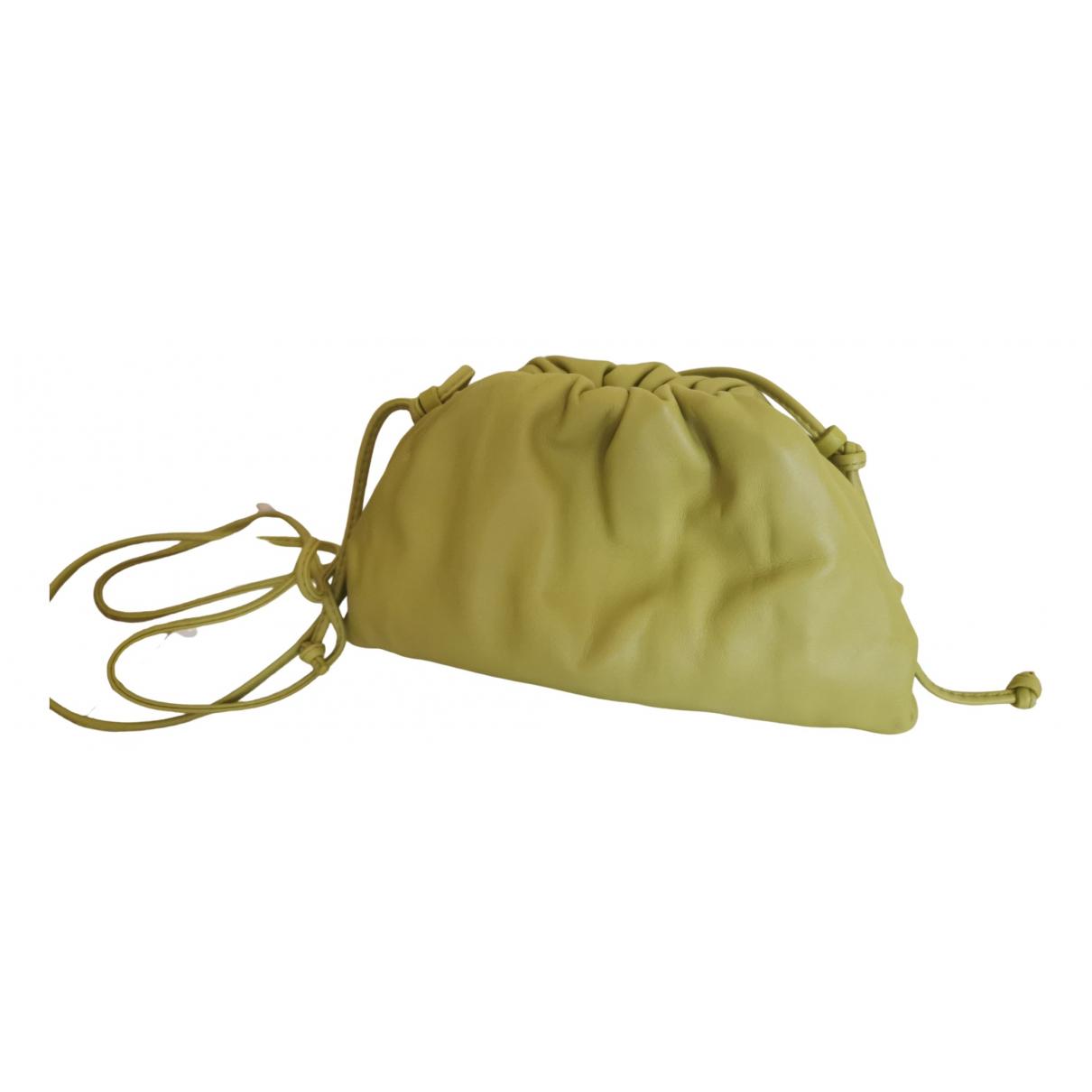 Bottega Veneta - Sac a main Pouch pour femme en cuir - jaune