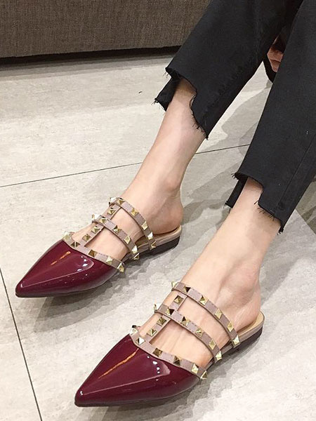 Milanoo Women Flat Mules Burgundy Pointed Toe Rivets T Type Backless Leather Mule Shoes