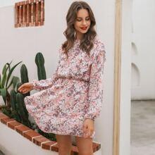 Kleid mit mehrschichtigem Raffungsaum und Blumen Muster