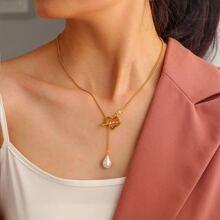 Halskette mit Kunstperlen Dekor und Herzen Anhaenger