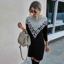 Pullover Kleid mit sehr tief angesetzter Schulterpartie und Chevron Muster