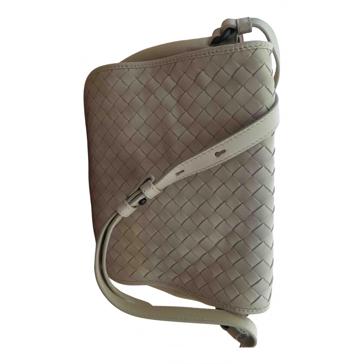 Bottega Veneta Nodini Handtasche in  Beige Leder