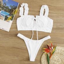 Bikini Set mit Rueschenbesatz und hohem Ausschnitt