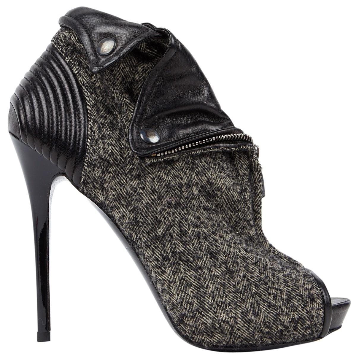 Alexander Mcqueen - Escarpins   pour femme en cuir - gris