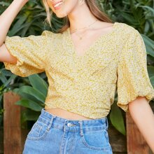 Short Puff Sleeve Floral Wrap Top