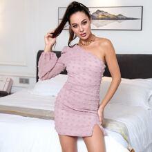 HouseOfChic Kleid mit einer Schulter, Schlitz am Saum und Punkten Muster
