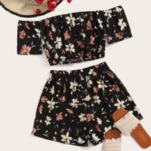 Top de hombros descubiertos con estampado floral con shorts