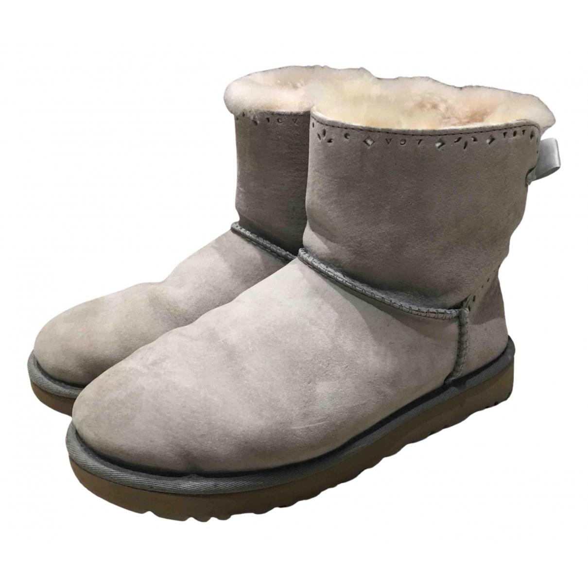 Ugg \N Stiefel in  Grau Veloursleder