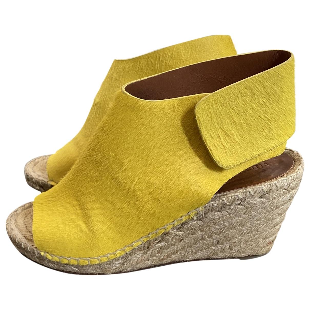 Celine - Sandales   pour femme en veau facon poulain - jaune