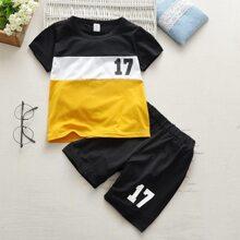 Kleinkind Jungen T-Shirt mit Patchwork Design, Buchstaben Muster & Shorts