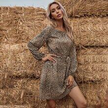 Tunika Kleid mit komplettem Muster und Guertel