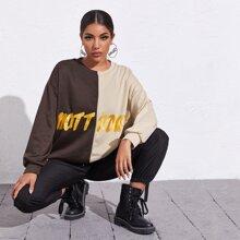 Pullover mit sehr tief angesetzter Schulterpartie, Farbblock und Buchstaben Grafik