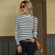 Pullover mit Streifen und Rollkragen