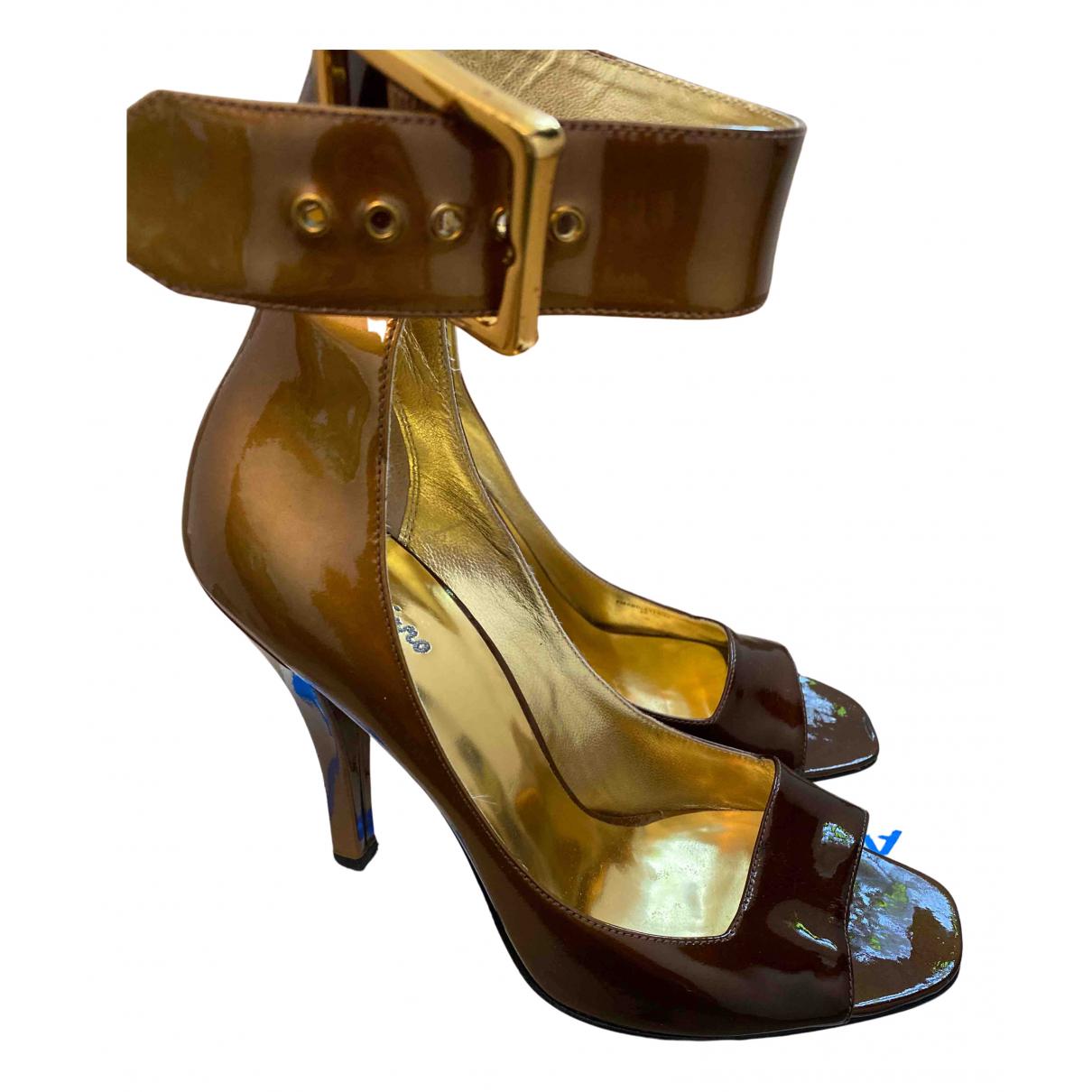 Guess - Sandales   pour femme en cuir verni - camel