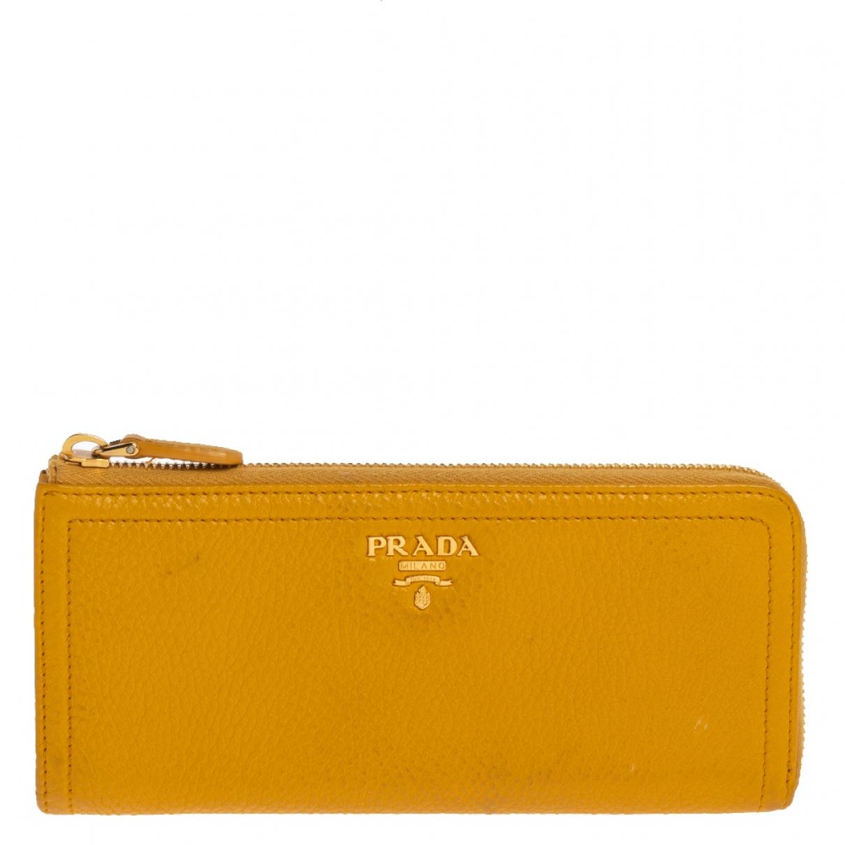 Prada - Portefeuille   pour femme en cuir - jaune