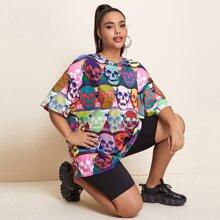T-Shirt mit sehr tief angesetzter Schulterpartie und Schaedel Muster