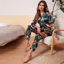Conjunto de pijama de saten unido en contraste con boton delantero con estampado floral